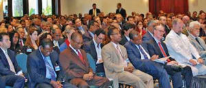Ladite délégation Clinton/Moreno a inauguré le même jour, à l'hôtel Caribe Convention Center, un forum de deux jours pour investiguer, selon les informations fournies par le gouvernement haïtien et des sources proches de Monsieur Clinton, des possibilités d'investissement en Haïti.