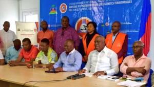 Des membres du gouvernement provisoire Privert/Pierre Charles au Centre d'Opérations d'urgence national (COUN)