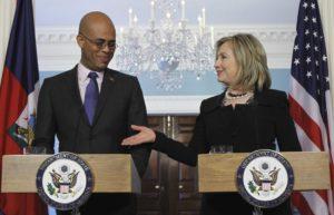 En Haïti, c'est la secrétaire d'Etat américain d'alors, Hillary Clinton qui a imposé Michel Martelly en tant que Président du pays
