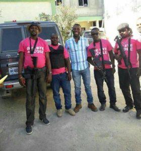Les agents de sécurité de l'homme de Pestel, Guy Philippe au centre