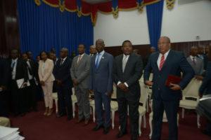 Les membres du gouvernement Privert-Jean-Charles au Parlement