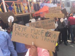 Défilé des professeurs au cours du carnaval de Jacmel demandant à l'Etat de leurs payer les salaires