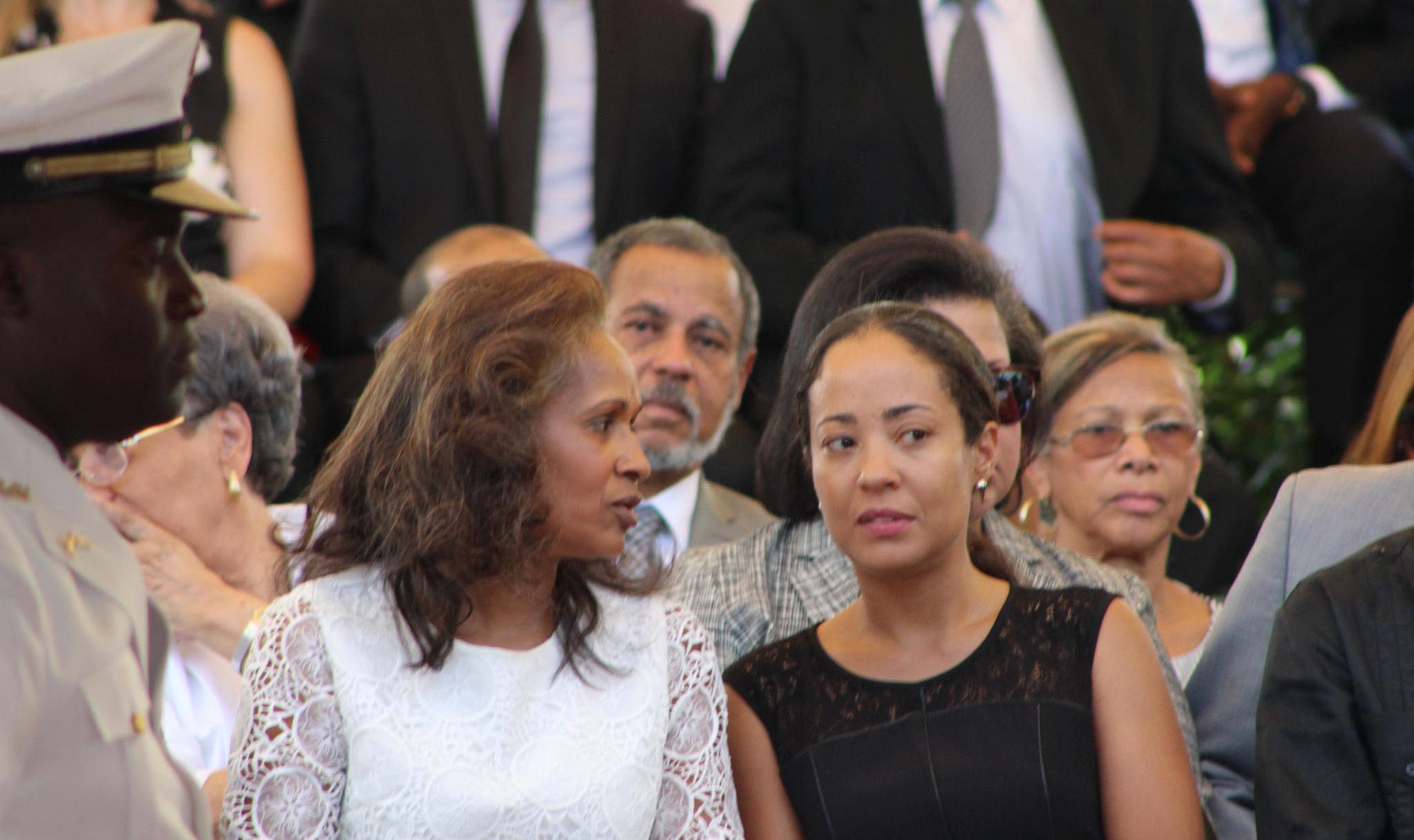La veuve de René Préval, Elisabeth Délatour Préval (à gauche), et sa fille Dominique Préval Georges.
