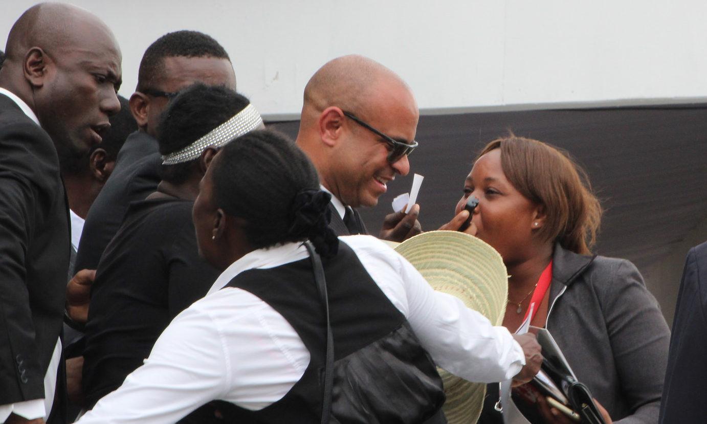 L'arrivée aux funérailles de l'ancien premier ministre Laurent Lamothe. PHOTO: Daniel Tercier/Haïti Liberté