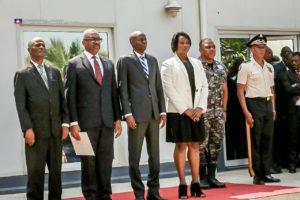 De gauche à droite: Me Jules Cantave president de la Cour de Cassation, le Premier ministre Jack Guy Lafontant, le président Jovenel et son épouse Martine Moise, et le chef de la Police