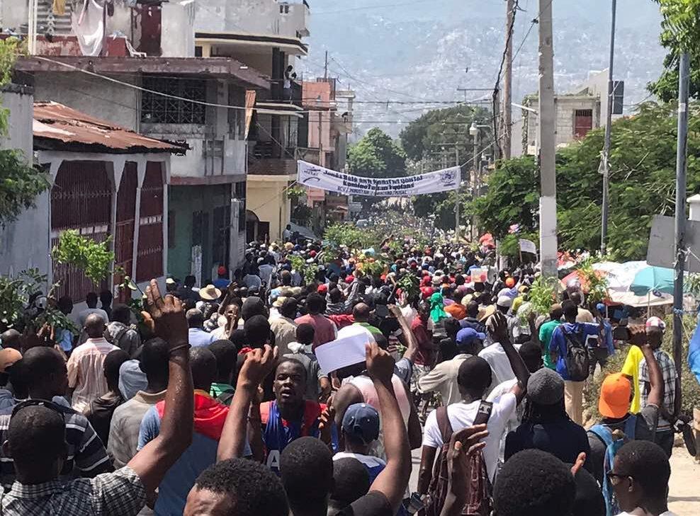 Un photomontage de la manifestation anti phtk et anti parlement port au prince le 12 septembre - Manifestation a port au prince aujourd hui ...