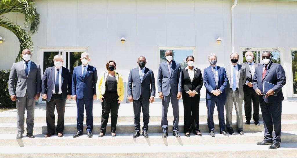 https://haitiliberte.com/wp-content/uploads/2021/06/2021-06-08-OAS-delegation-with-Haitian-officials.jpg